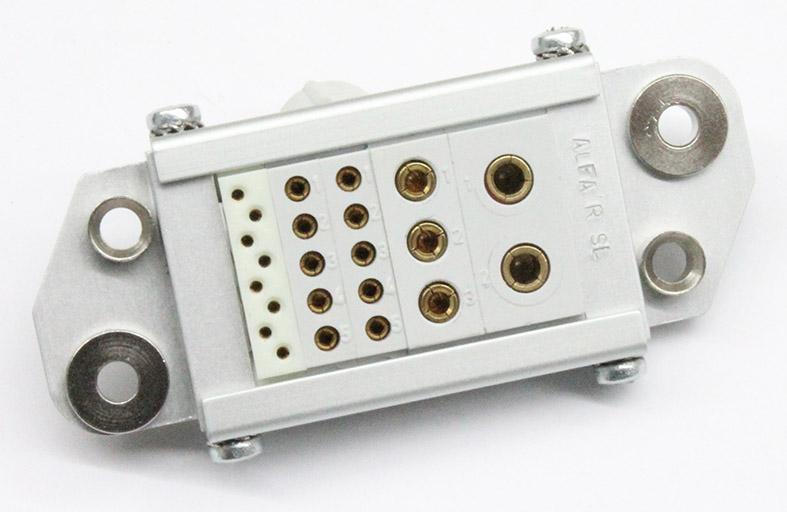 conector ALFA'R multicontacto rack EXTRAIBLE diferentes tamaños de contactos hembra y guias hembra
