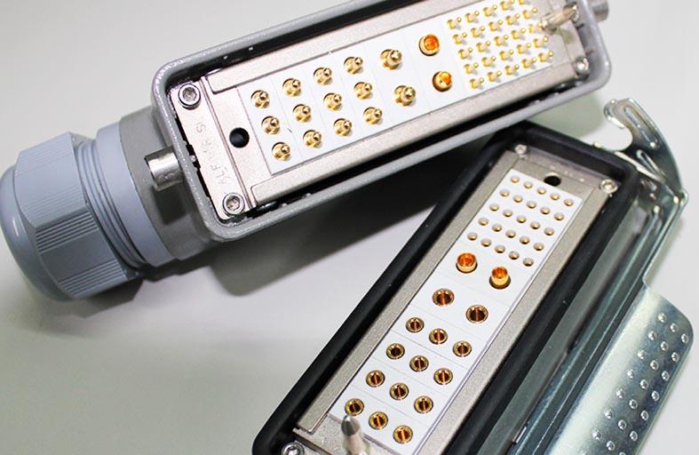 pareja conectore rectangular multicontacto con pines electricos y coaxiales ALFA'R